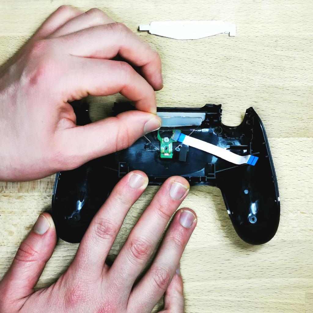 Démontage manette PS4 pour la customisation   retirez le plastique transparent